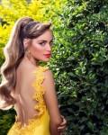 תמונה של עבודות מורים - דוגמנית בשמלה צהובה