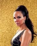 תמונה של קמפיין - דוגמנית על רקע זהוב