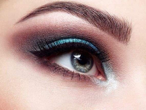 איפור כחול לעיניים ירוקות