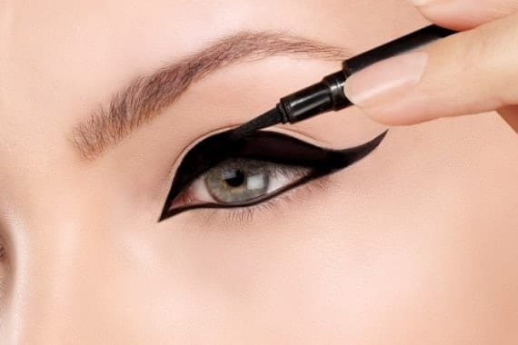 איפור הדגשת עיניים ירוקות