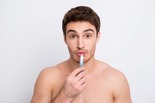 קרם שפתיים לגברים