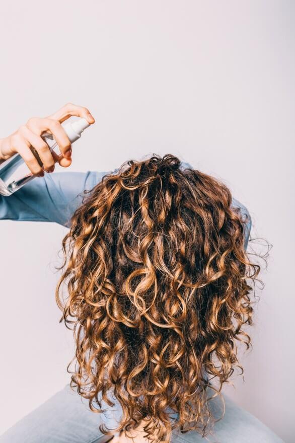 עיצוב תסרוקת לשיער מתולתל