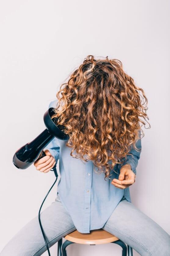 תסרוקות לשיער מתולתל ארוך