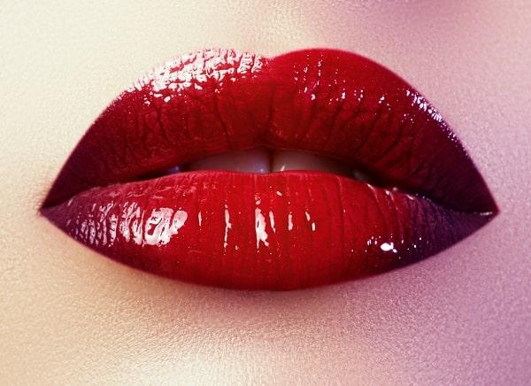 איפור שפתיים אדום