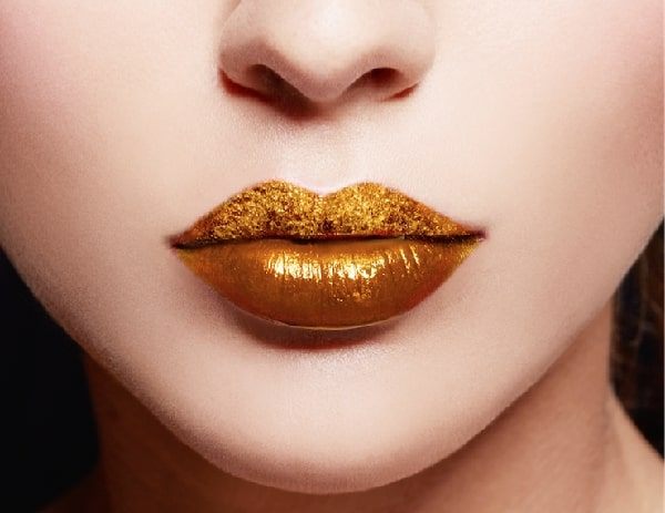 איפור שפתיים זהב