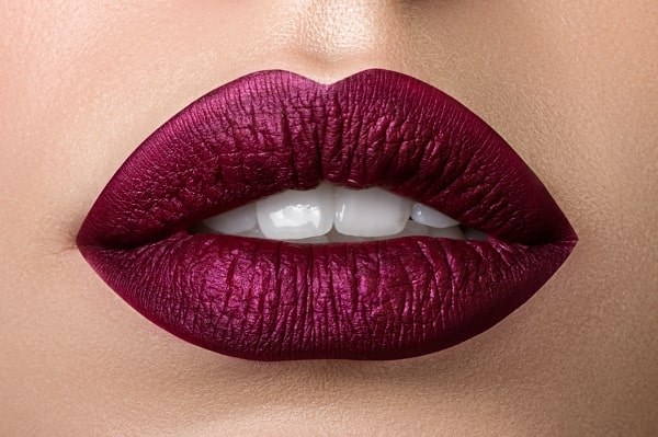 איפור שפתיים סגול