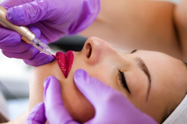 איפור קבוע בשפתיים בשיטת פידור