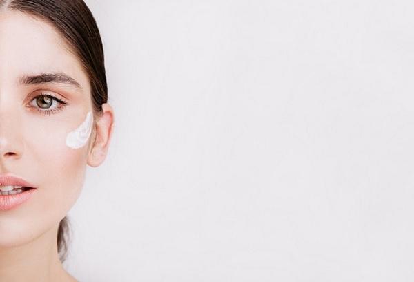 טיפול בעור הפנים.  Pic created by lookstudio - www.freepik.com