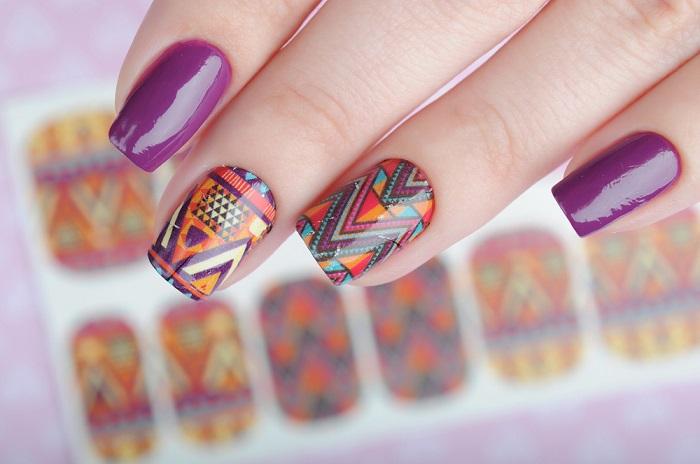 Purple,Manicure,In,Ethnic,Style